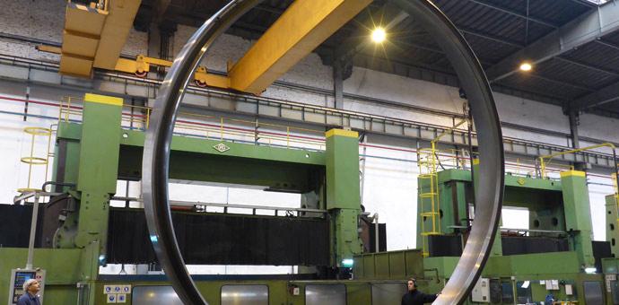 Rafinerija, 2 prstena ø 7008/6536 x 685 mm / materijal SA336 F11 Cl3 / mesto isporuke: Rusija